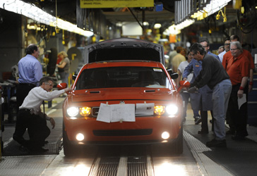 Chrysler's Brampton, Ont., plant: Cost cutting could start a battle between auto makers and the CAW. (Kevin Van Paassen/The Globe and Mail)