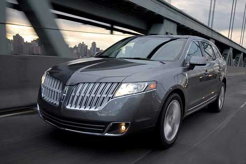 The 2010 Lincoln MKT luxury crossover shares no body panels with the Ford Flex, upon which it is based. The Lincoln is much curvier. (Ford / Lincoln)