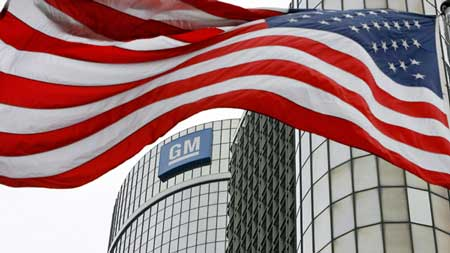 In this photo taken June 1, 2009 an American flag flies in front of the General Motors, Global Headquarters in Detroit, Michigan. (Dave Chidley / THE CANADIAN PRESS)