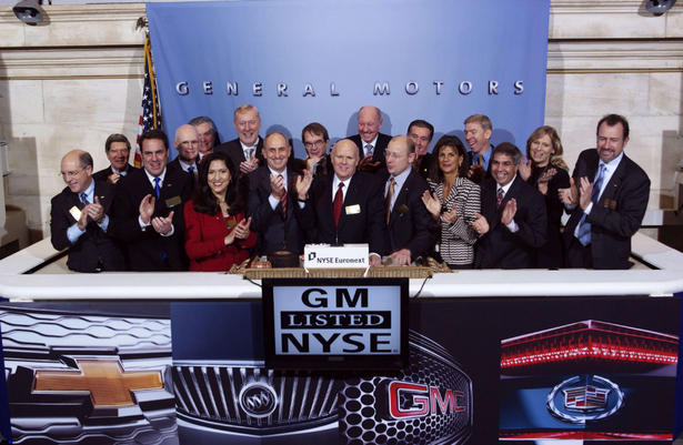 General Motors CEO Daniel Akerson, centre, rings the NYSE opening bell with other GM executives in New York Nov. 18, 2010.