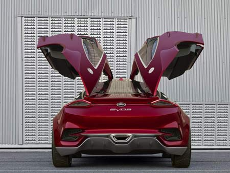 The Ford Evos Concept features lower, more aerodynamic lines, to be introduced in the brand's future cars.