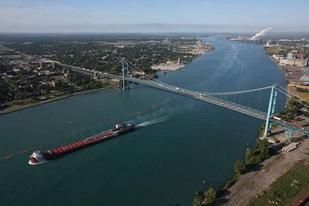 The Ambassador Bridge spans the Detroit River. / ROMAIN BLANQUART/ Detroit Free Press