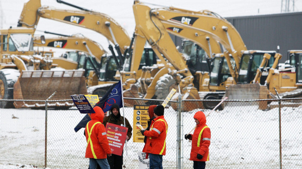 Electro-Motive workers picket a Caterpillar equipment dealership in London, Ont., on January 26, 2012.