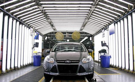Ford Motor Co. is the first of Detroit's three automakers to report its fourth-quarter and full year 2011 earnings. (Bill Pugliano/Getty Images)