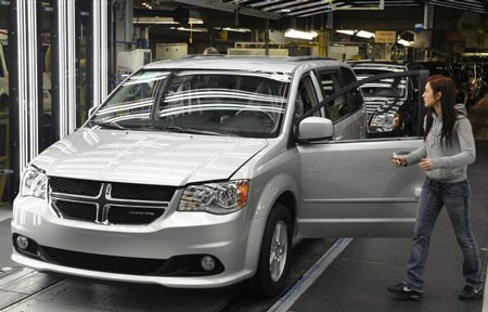 Sergio Marchionne, head of Chrysler and other dignitaries at the Chrysler Windsor Assembly Plant and the revamped 2011 Dodge Caravan and Chrysler Town and Country in Windsor, Ontario in 2011. (Daniel Mears / The Detroit News)