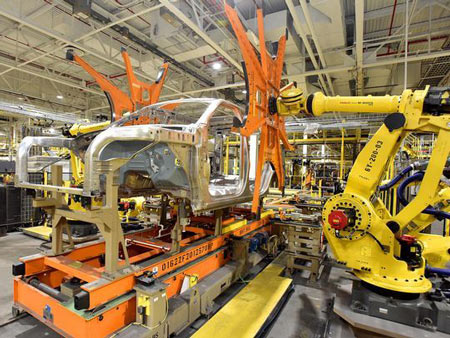 Robotic arms hoist the body of a 2018 Ford Expedition or a 2018 Lincoln Navigator at the Kentucky Truck Plant. (Photo: Ford Motor Co.)