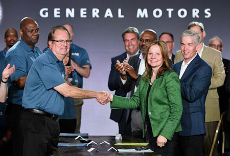 UAW President Gary Jones and General Motors CEO Mary Barra shake hands as labor contract talks with the automaker officially opened Tuesday in Detroit. (Photo: Max Ortiz, The Detroit News)