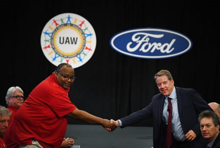 United Auto Workers Vice President Rory Gamble, left, and Ford Motor Co.'s executive chairman, Bill Ford, open national contract talks between the union and the automaker. (Photo: Daniel Mears, The Detroit News)