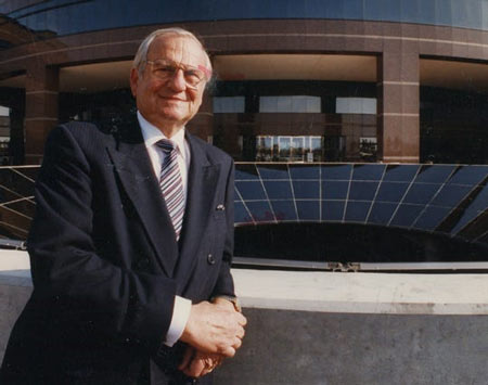 Lee Iacocca, the automotive industry icon who helped launch the Ford Mustang and rescued Chrysler after its first bankruptcy, has died, according to the Washington Post and TMZ. (Photo: Detroit News Photo Archive)