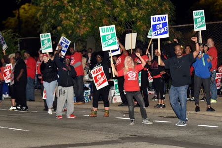 United Auto Workers from the GM Detroit-Hamtramck Assembly plant, Ford and FCA workers get fired up as passing cars honk their horns in support on Sunday, Sept. 15, 2019, in Hamtramck, Mich. (Photo: Jose Juarez, Special to Detroit News)
